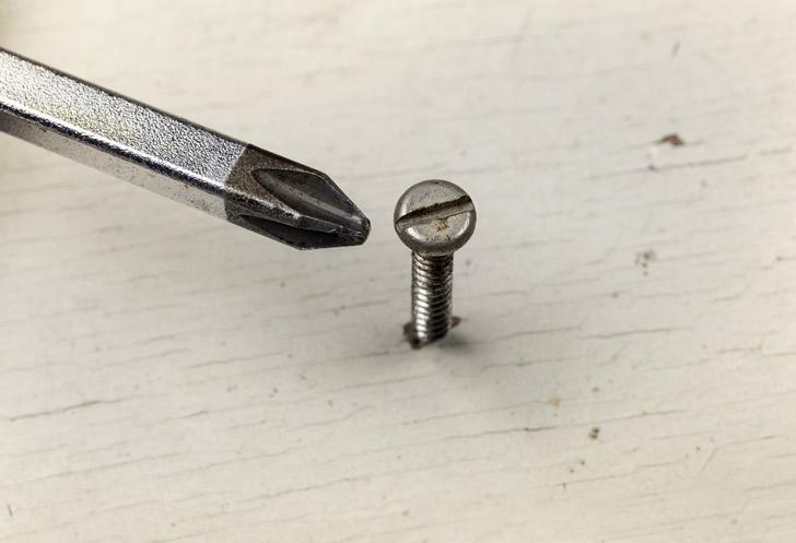 kruiskopschroevendraaier voor een platte schroef